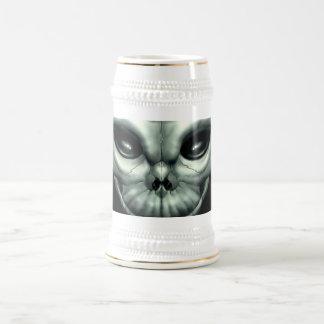 Cráneo extraterrestre extranjero marciano del espa taza de café