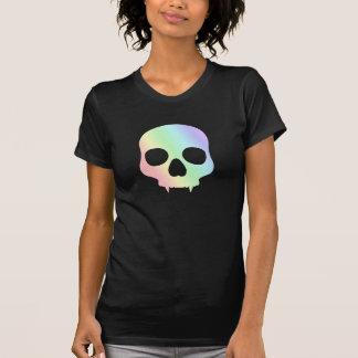 Cráneo fanged arco iris en colores pastel punky camiseta