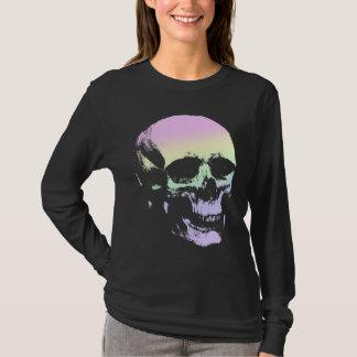Cráneo fantasmagórico del arco iris suave en playera