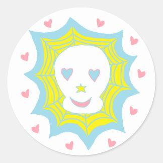Cráneo feliz del amor etiqueta redonda