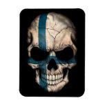 Cráneo finlandés de la bandera en negro iman de vinilo
