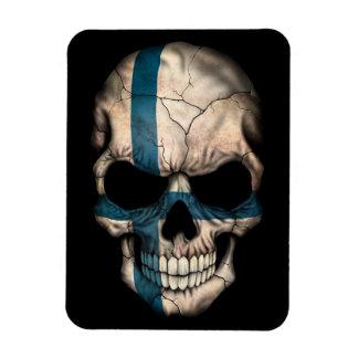 Cráneo finlandés de la bandera en negro imanes