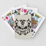 Cráneo flameado tribal barajas de cartas