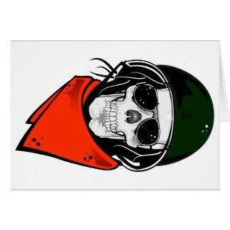 cráneo fresco con las gafas de sol y el casco felicitación