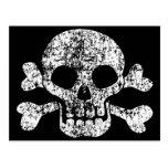 Cráneo gastado y bandera pirata postal