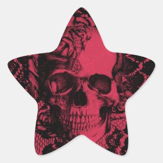 Cráneo gótico del cordón en de color rojo oscuro. pegatina en forma de estrella