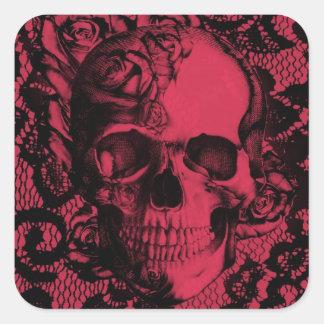 Cráneo gótico del cordón en rojo y negro pegatina cuadrada