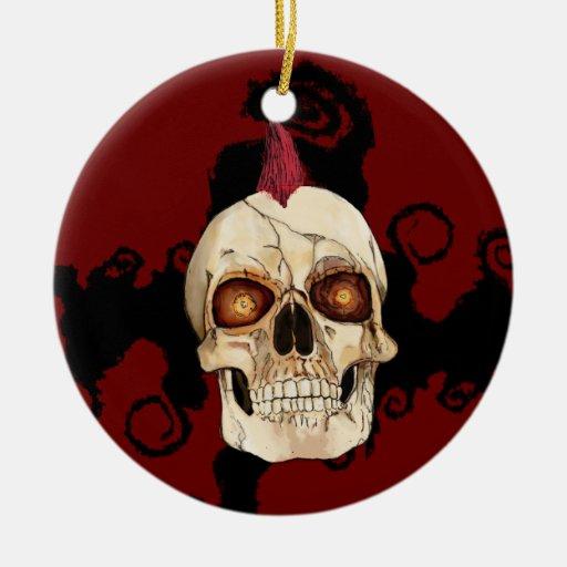 Cráneo gótico del punk rock con el Mohawk rojo Adorno Redondo De Cerámica