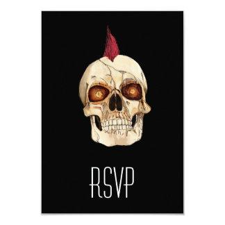"""Cráneo gótico del punk rock con el Mohawk rojo Invitación 3.5"""" X 5"""""""