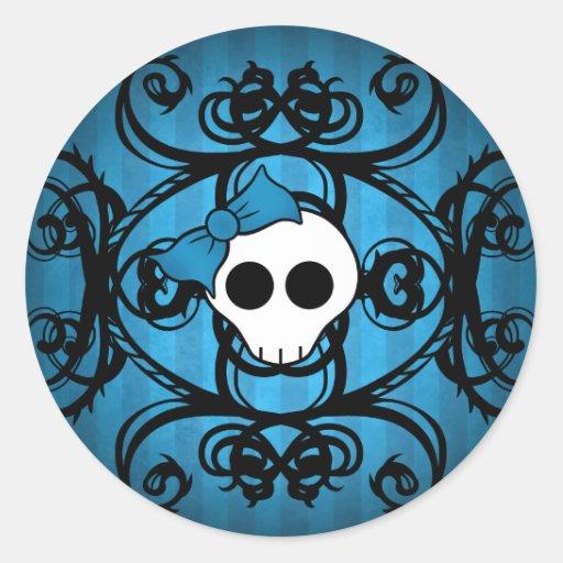 Cráneo gótico lindo en azul y negro pegatina redonda
