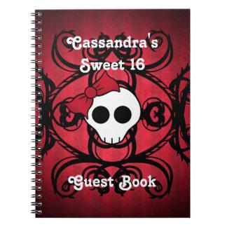 Cráneo gótico lindo en el dulce 16 de la casilla n cuadernos