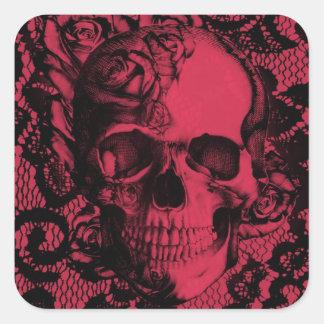 Cráneo gótico rojo y negro del cordón pegatina cuadrada