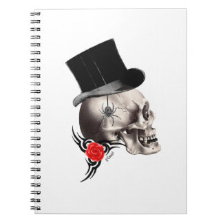 Cráneo gótico y estilo color de rosa del tatuaje libro de apuntes con espiral