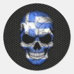Cráneo griego de la bandera en el gráfico de acero pegatinas redondas