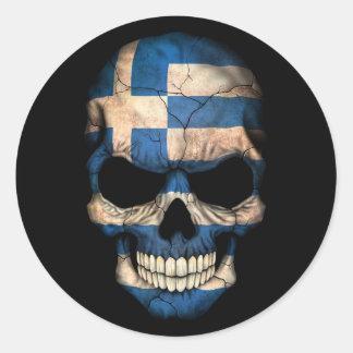 Cráneo griego de la bandera en negro etiqueta redonda