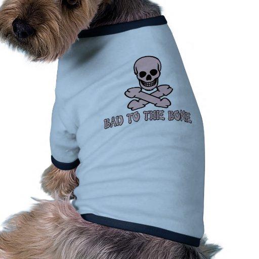 Cráneo grosero y bandera pirata camiseta con mangas para perro