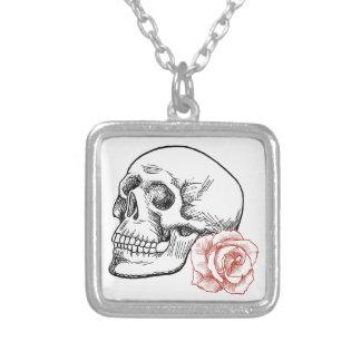 Cráneo humano con el dibujo lineal del rosa rojo joyerías