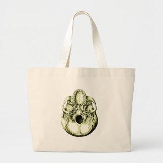 Cráneo humano verde de debajo bolsa tela grande