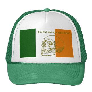 Cráneo humano y bandera nacional de Irlanda Gorros Bordados