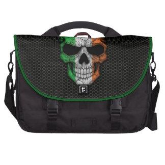 Cráneo irlandés de la bandera en el gráfico de ace bolsas de ordenador