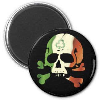 Cráneo irlandés de la bandera imán redondo 5 cm