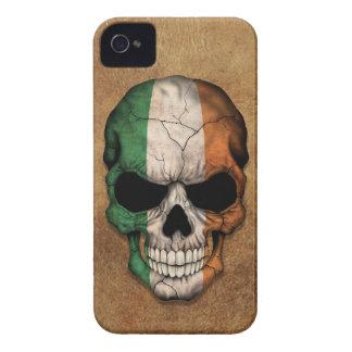 Cráneo irlandés envejecido y llevado de la bandera Case-Mate iPhone 4 carcasa