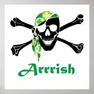 Cráneo irlandés y bandera pirata del pirata poster