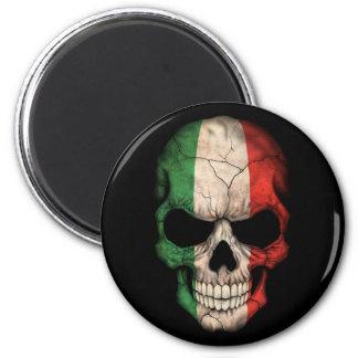 Cráneo italiano de la bandera en negro imán redondo 5 cm