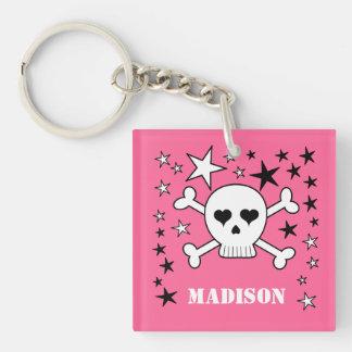 Cráneo lindo adaptable rosado y bandera pirata llavero cuadrado acrílico a doble cara