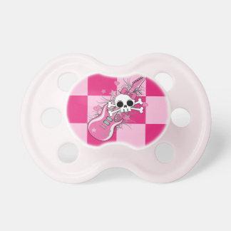 Cráneo lindo con la guitarra rosada chupetes para bebes