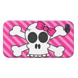 Cráneo lindo y rayas rosadas de la bandera pirata iPhone 4 protector