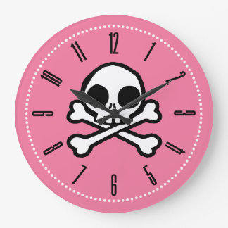 Cráneo lindo y rosa de la bandera pirata reloj redondo grande