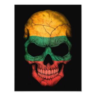 Cráneo lituano de la bandera en negro invitación 10,8 x 13,9 cm