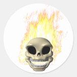Cráneo llameante etiquetas redondas