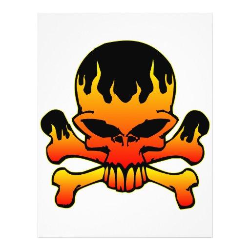 Cráneo llameante y bandera pirata tarjetas informativas