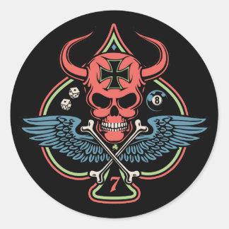 Cráneo maltés con alas afortunado del diablo de es etiqueta redonda