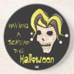 Cráneo malvado del bufón Halloween (amarillo) Posavasos Para Bebidas