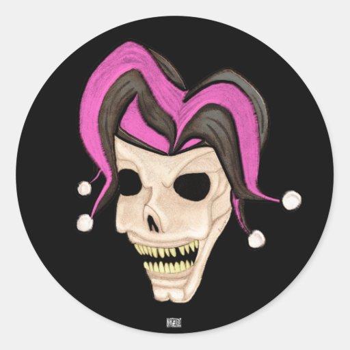 Cráneo malvado del bufón (rosa) pegatinas redondas