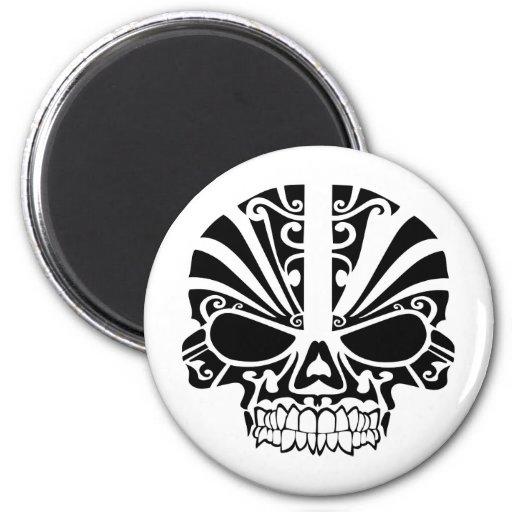 Cráneo maorí de la máscara del tatuaje imanes de nevera