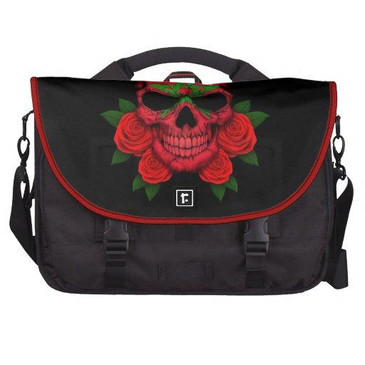 Cráneo marroquí de la bandera con los rosas rojos bolsas para portátil