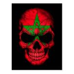 Cráneo marroquí de la bandera en negro postal