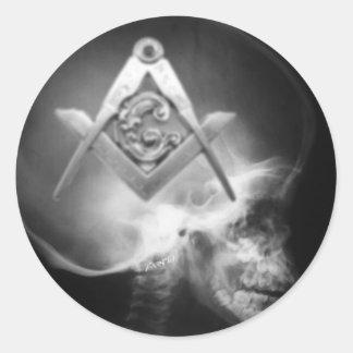 Cráneo masónico del extranjero de la radiografía pegatina redonda