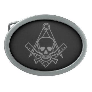 Cráneo masónico y bandera pirata hebilla de cinturón oval