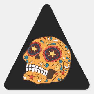 Cráneo mexicano anaranjado del azúcar con los ojos pegatina triangular