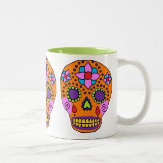 Cráneo mexicano del azúcar del arte popular taza dos tonos