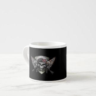 Cráneo militar con la guerra cruzada del Special Taza Espresso