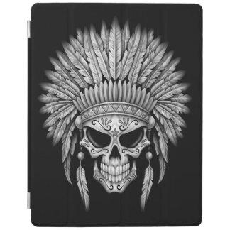 Cráneo nativo oscuro del azúcar con el tocado cubierta de iPad