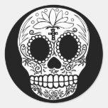 Cráneo negro/blanco del caramelo pegatinas redondas