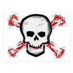 Cráneo negro/blanco y huesos cruzados sangrientos postal