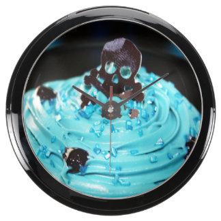 Cráneo negro en la magdalena azul de la formación relojes pecera